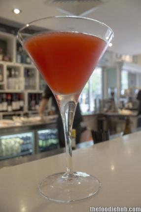 Kiwi fruit pavlova martini
